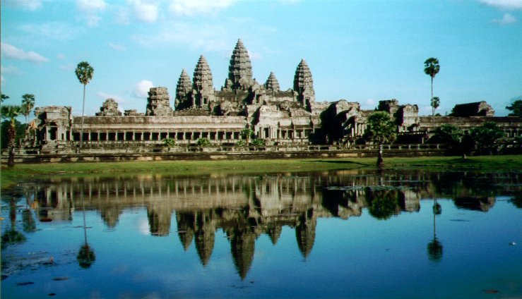 Angkor Wat temple Source: Worldtravelr.blogspot.com